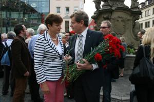 Georg Rosenthal verteilte Nelken und sprach mit Bürgerinnen und Bürgern.