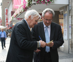 Ein Autogramm vom Spitzenkandidaten der BayernSPD holte sich ein Würzburger.