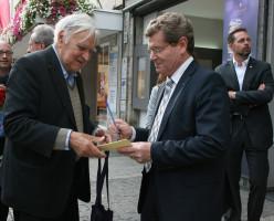 Und auch vom Oberbürgermeister und Landtagskandidat Georg Rosenthal durfte ein Autogramm nicht fehlen.